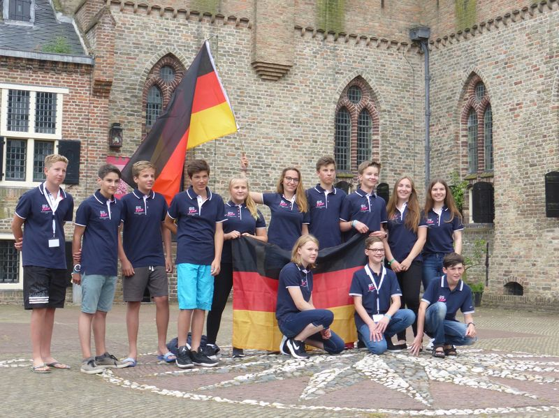 Team Germany low